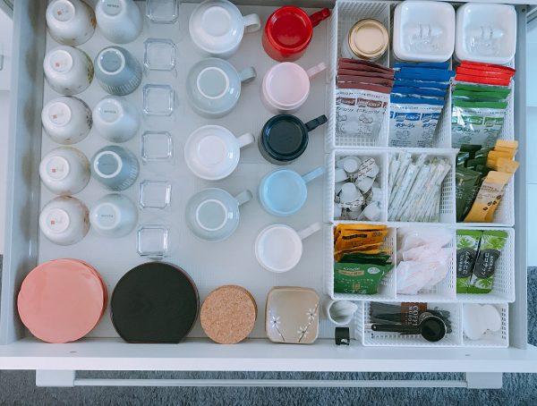 マグカップやグラスの収納アイデア