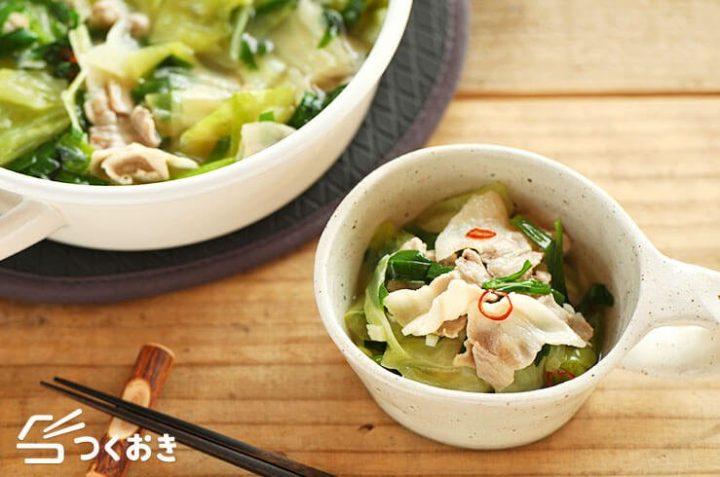 簡単な食事に!豚とキャベツのもつ鍋スープ