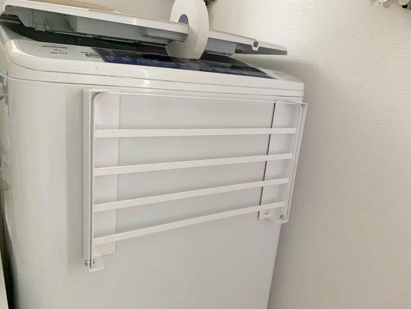 洗濯機のデッドスペースを活用できる折りたたみ式の棚2