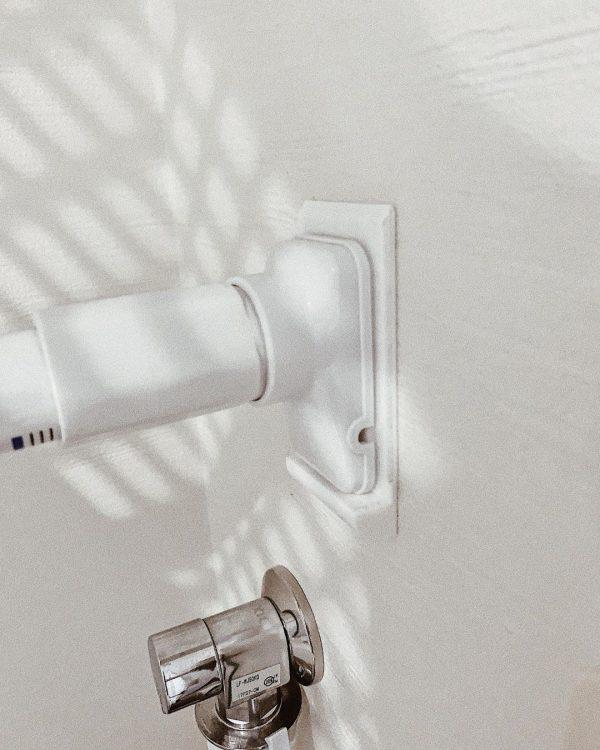 簡単DIYの突っ張り棒落下防止アイデア