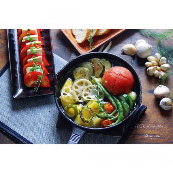 丸ごとトマトと野菜のアヒージョ