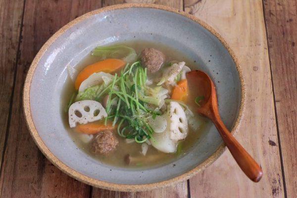 ほっこり温まる♪根菜とつみれのスープ