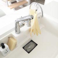 お掃除や洗い物にはマスト!ゴム手袋の機能的な収納方法とは
