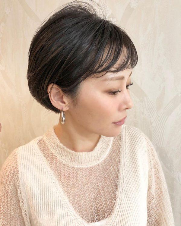 耳出しショートカットヘア【前髪あり】2