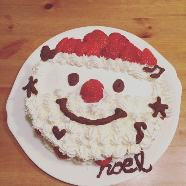 クリスマスのデコレーション!サンタケーキ