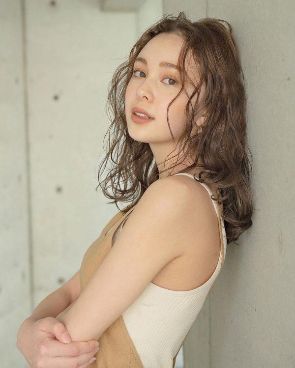 40代女性の髪型×パーマ【セミロング】
