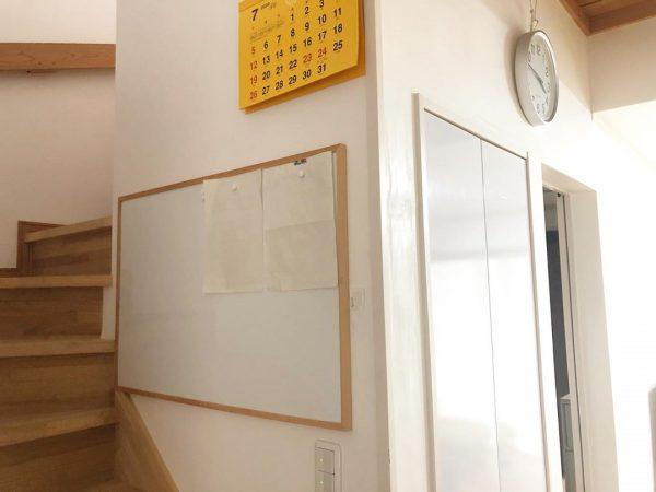 階段スペースに取り付ける