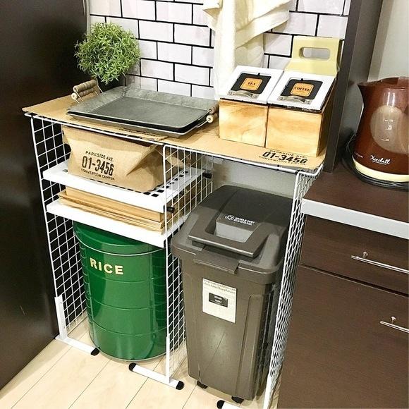 デッドスペースを埋める収納棚