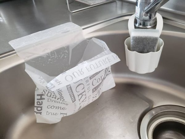 シンクにペタッと水切り袋(キャンドゥ)