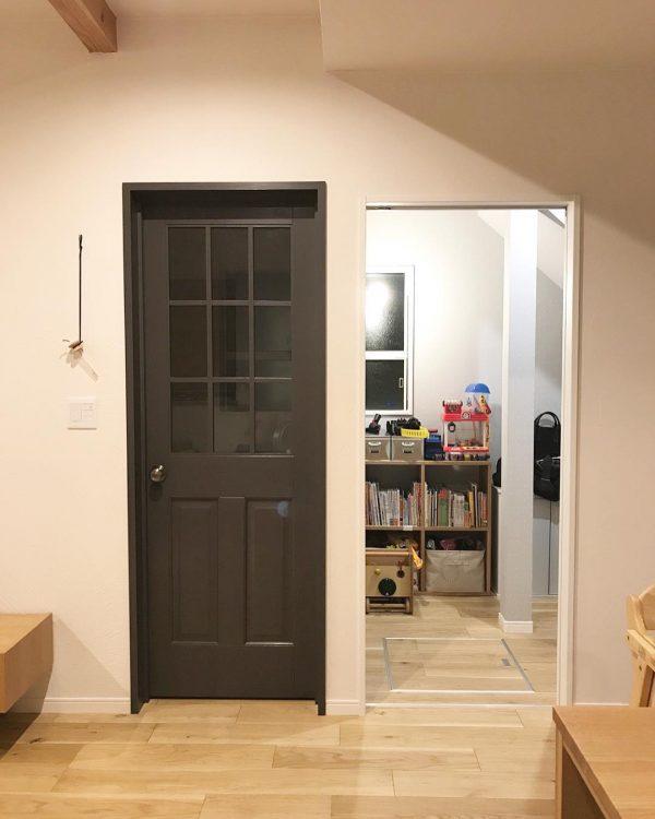 室内ドアがインテリアのアクセントに