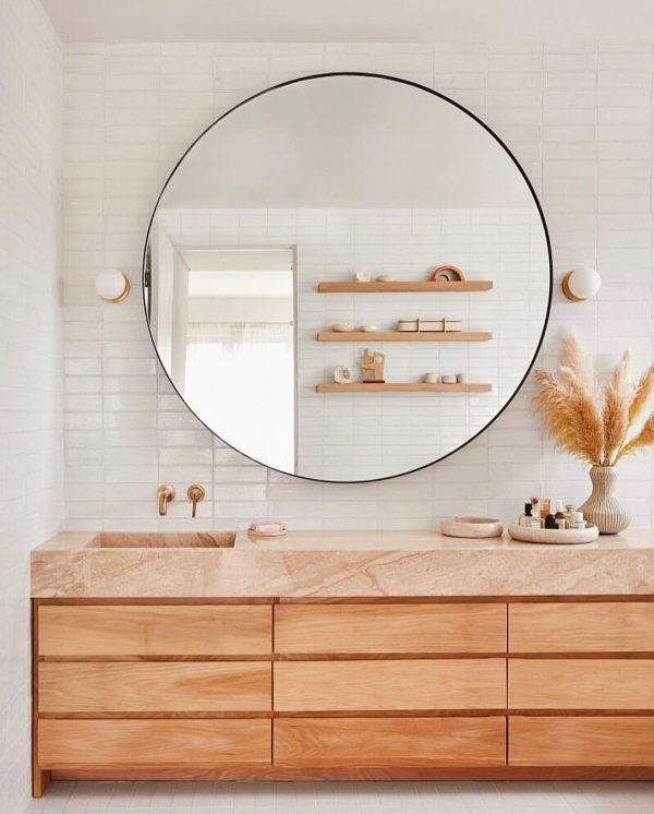 洗面所の鏡はピカピカに磨くと運気アップ