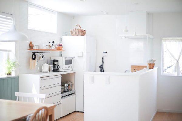 ホワイト×ナチュラルの快適キッチン