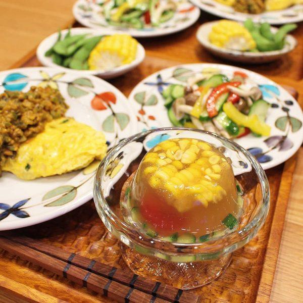夏野菜と玉ねぎスープの寒天よせ