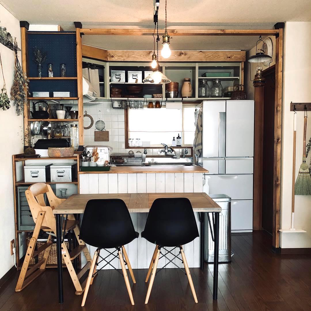 キッチン ディアウォールの収納実例 賃貸もokのすっきり活用術を大公開 Folk