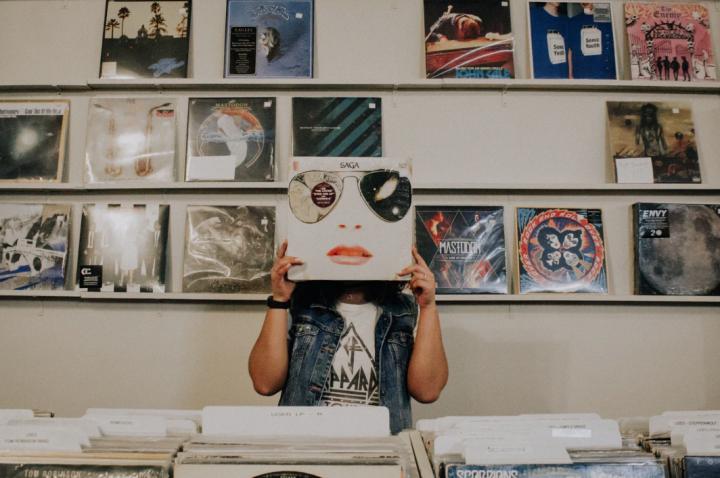 レコードを飾るおしゃれなアイデア【壁】3