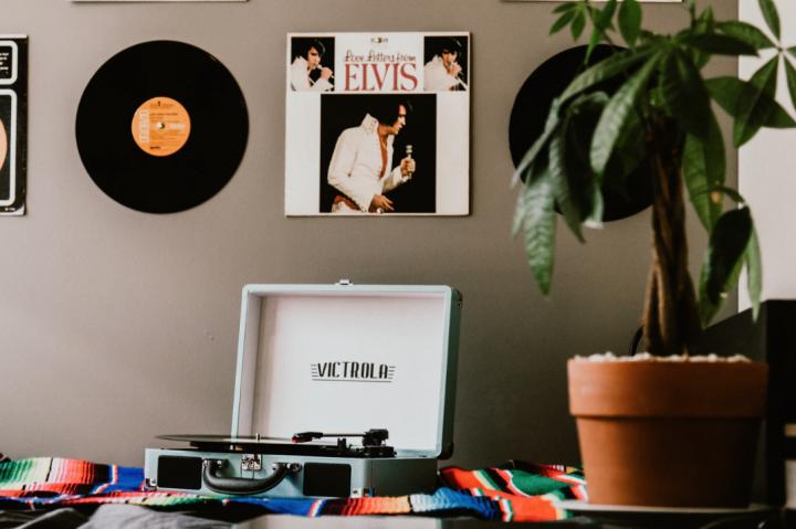 レコードを飾るおしゃれなアイデア【壁】5
