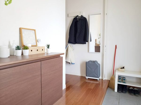 「長押」を2段活用したコート収納アイデア