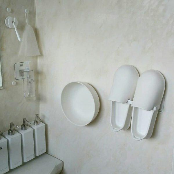 浮かせる収納でバスルームはいつも清潔