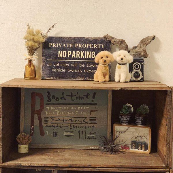 レトロ感のあるシンプルな飾り棚として活用