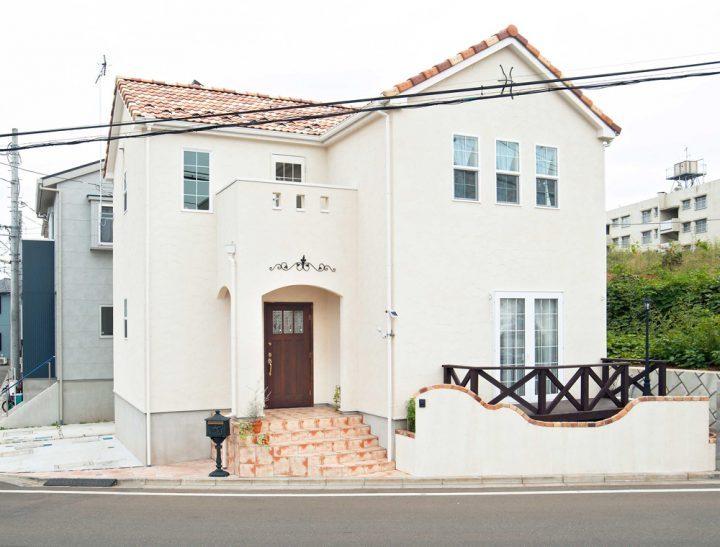 クリーム色の外壁×おしゃれな南欧住宅