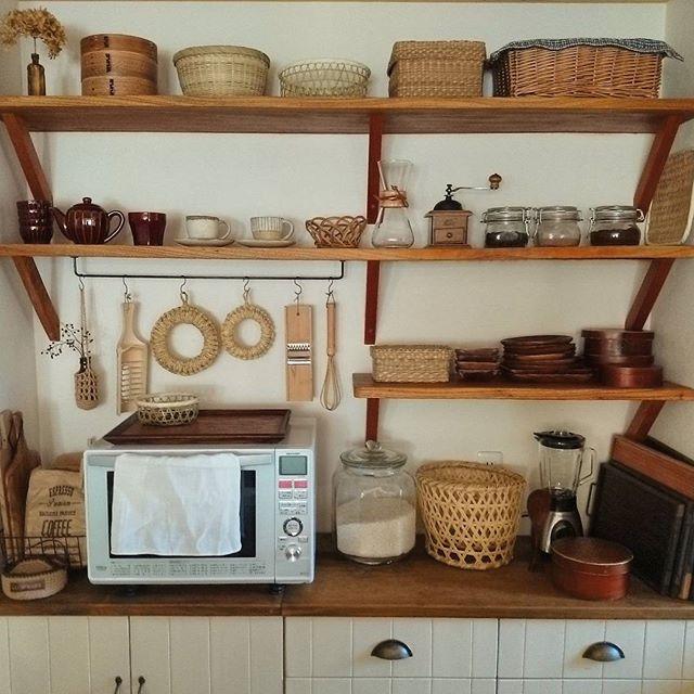 壁面を使った簡単DIY食器棚のキッチン収納
