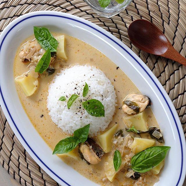 タイの人気料理。ムール貝のレッドカレー