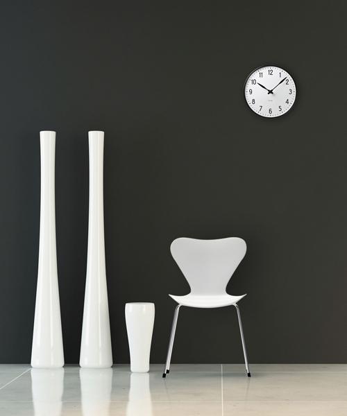 シンプルデザインの壁掛け時計