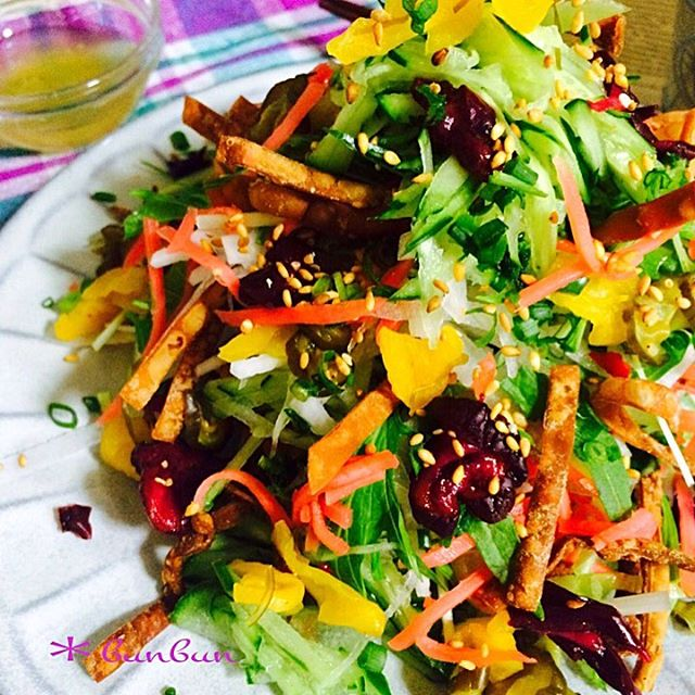 作り置きに便利。漬け物サラダ