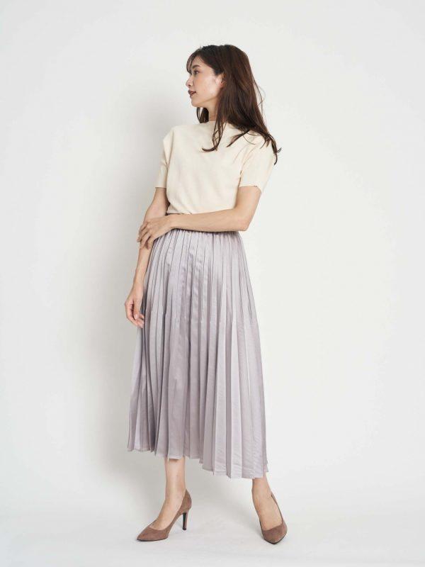 白半袖ニット×プリーツスカートの秋コーデ