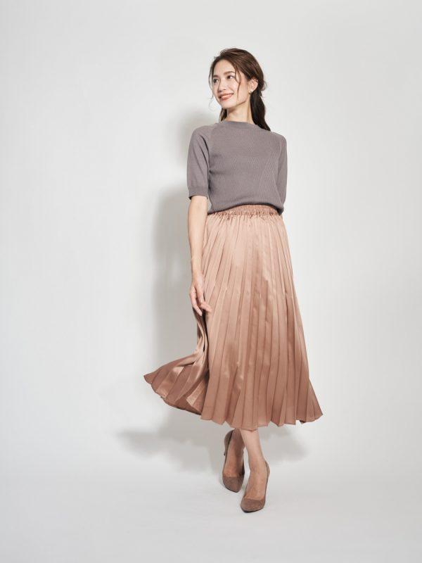 変形リブニット×プリーツサテンスカート