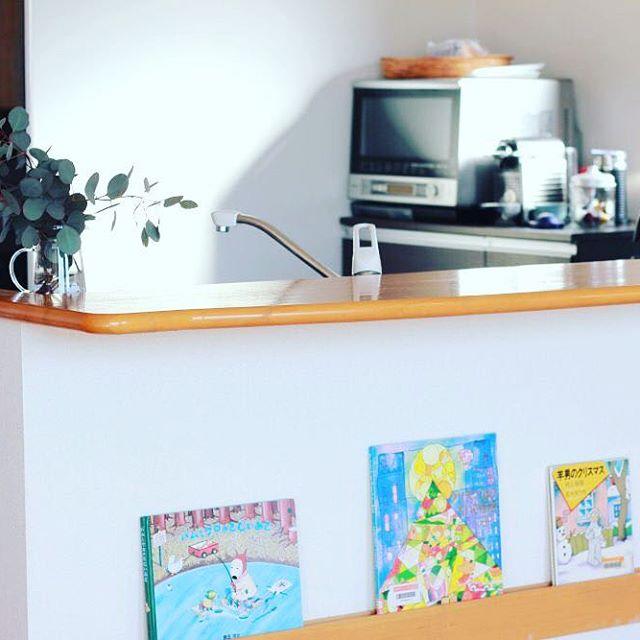 壁に取り付けられる家具を使った絵本収納