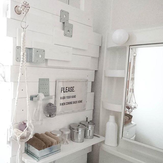 ホワイトインテリアの簡単DIY収納棚