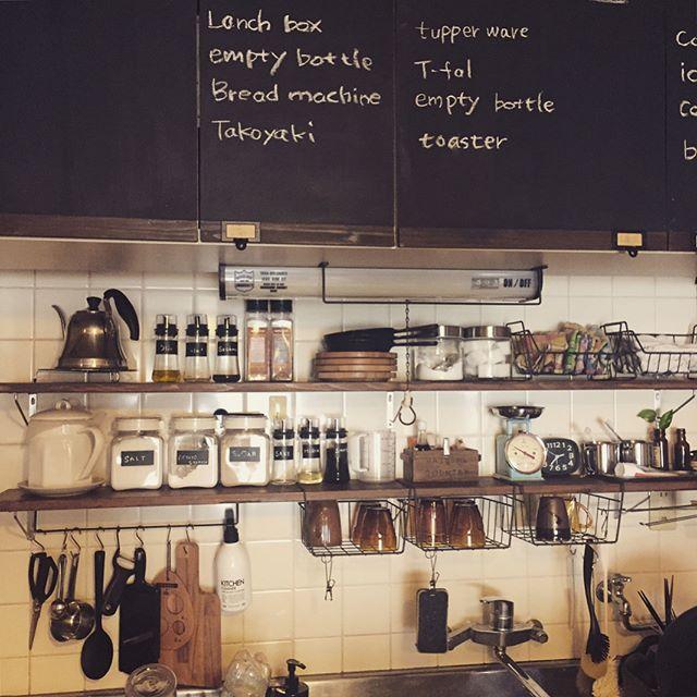 隙間を利用する簡単DIY食器棚のキッチン収納