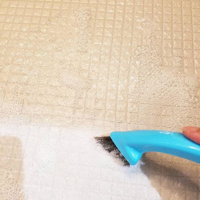 お風呂の床の汚れには重曹で
