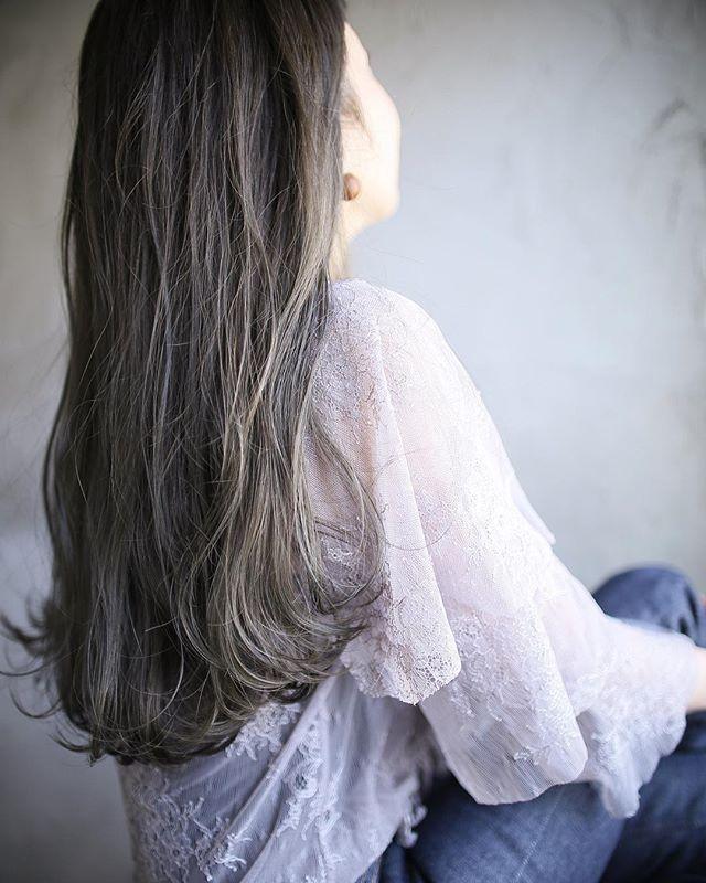 くせ毛を活かすナチュラルロング
