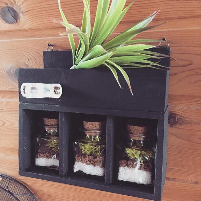 100均の木箱で作るリメイク小物の飾り棚