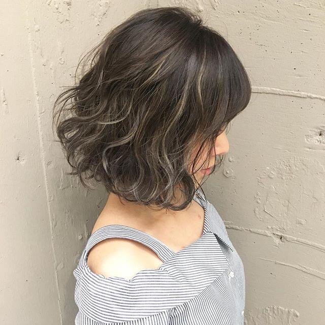 黒髪×ハイライトのスタイル《ボブ》3