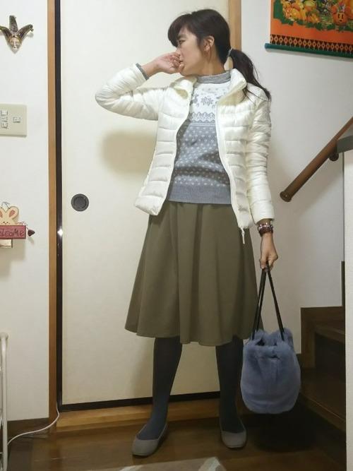 ウルトラライトダウン×緑スカートの冬コーデ