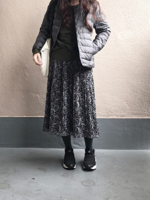 ウルトラライトダウン×柄スカートの冬コーデ