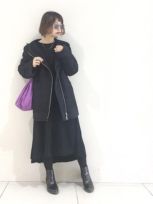 ユニクロ黒ワンピース×黒コートの冬コーデ