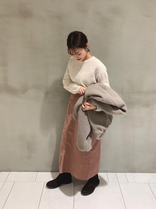 ボアジャケット×くすみピンクスカートコーデ