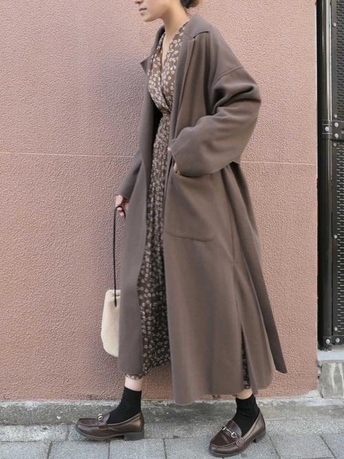 大人に合う冬の茶色ローファーコーデ《羽織もの有り》3