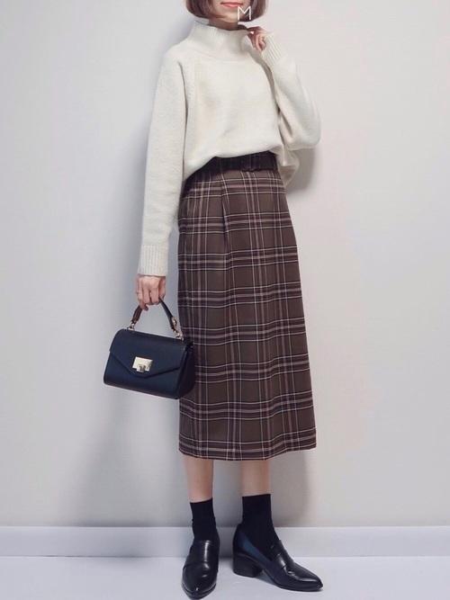 チェック柄スカート×ヒールローファーコーデ