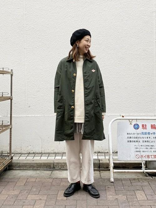 レディースの冬ベレー帽×パンツコーデ5