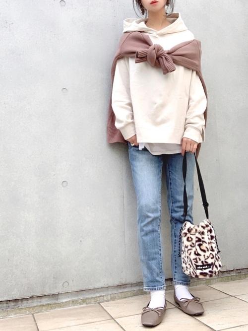 大人女子の冬のデートコーデ パンツ8