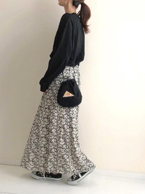 スカートのシンプルな秋コーデ
