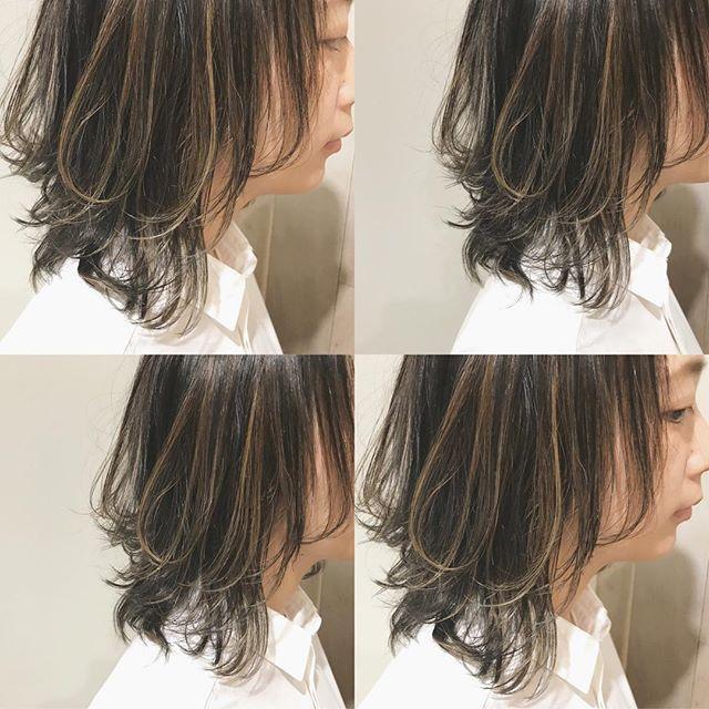 黒髪×ハイライトのスタイル《ミディアム》6