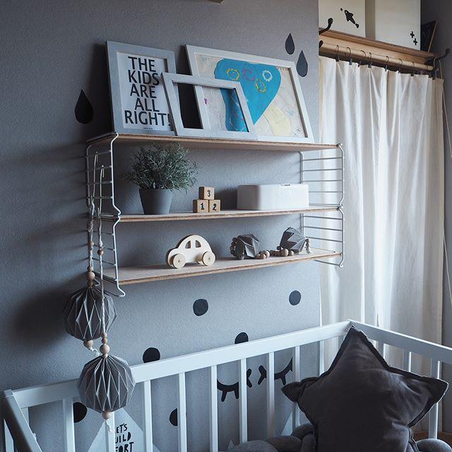 壁に棚を作る写真の飾り方