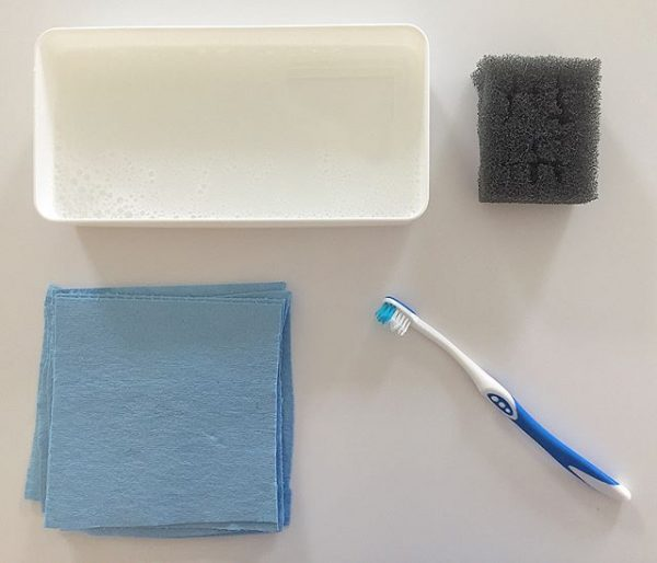 中性洗剤とスポンジを使う方法