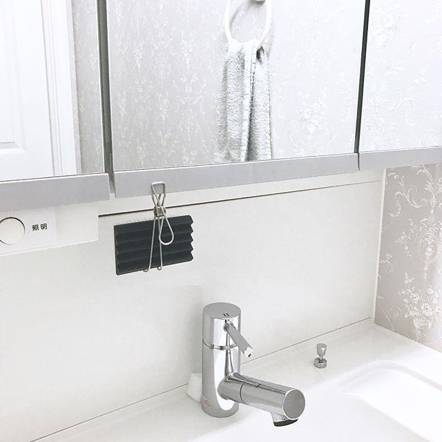 洗面台上がすっきりするブラシ収納アイデア